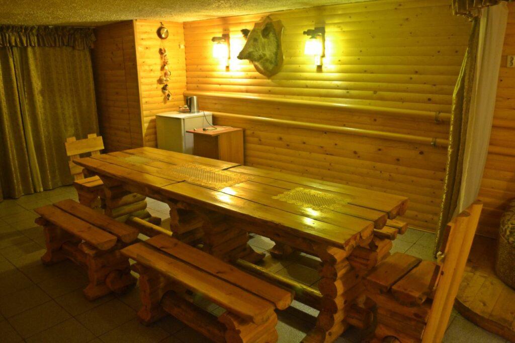 Столики в бане на Мостовой Алексеевка